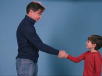 Immagine papà e figlio che fanno patto sul gioco